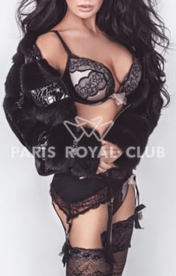 Luxury escort Paris Juliana, VIP brunette fashion model