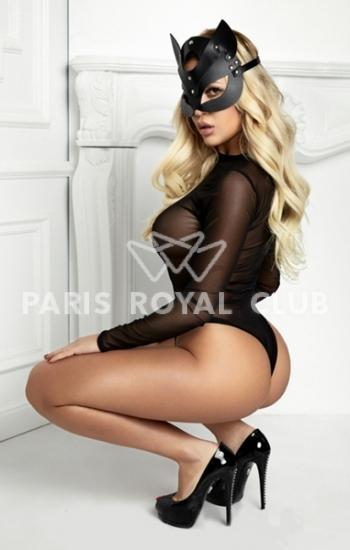 Busty escort Paris Ruby, elite Parisian GFE model